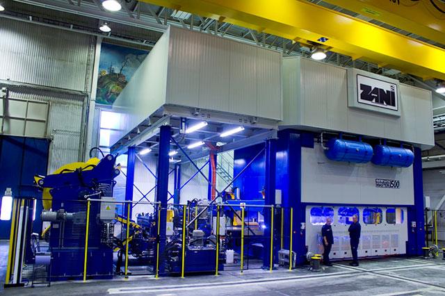 Olofström: ZANI SERVOMASTER SM1500, presskrfat 1500 ton. Pressen är en servodriven press utrustad med 4 st SIEMENS servomotorer, en för varje vevstake. Pressbordets dimension på 5500 x 3000 mm och steglös slaglängd på 0-600 mm. Pressen är vidare utrustad med CISAM bandanläggning och NORDA 3-axlig elektronisk transfer med dubbla balkar.