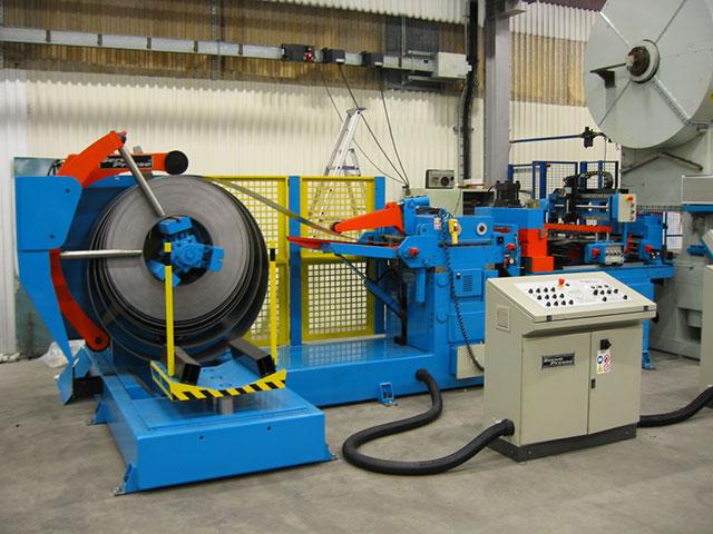 Olofström: SERVOPRESSE kompakt bandanläggning utrustad med svetsstation för skarvning av banden vid byta av coil. Anläggningar har en kapacitet på 600 x 4 mm.