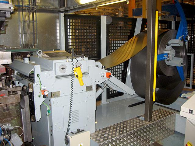 Västervik: SERVOPRESSE kompakt bandanläggning monterad på en KIESERLING excenterpress med presskraft 300 ton.