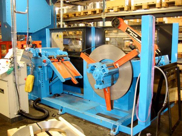 Tumba: SANGIACOMO presslinje bestående av pressmodell T-100R CE och SERVOPRESSE kompakt bandanläggning.