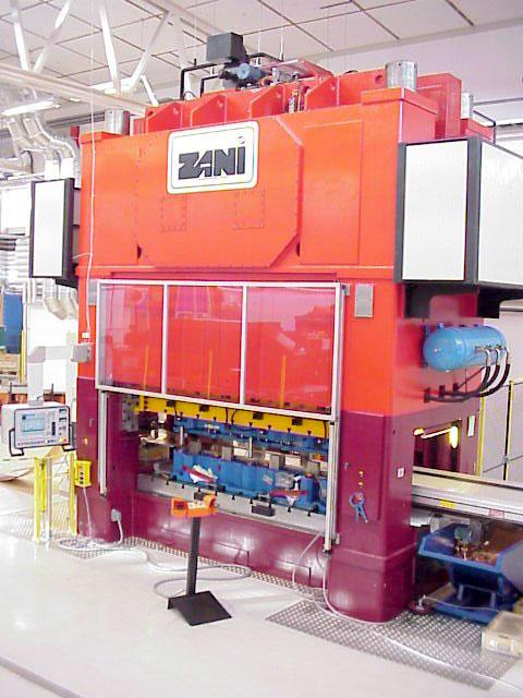 Täby: ZANI MOTIONMASTER AR500, presskraft 500 ton utrustad med SMV bandanläggning.